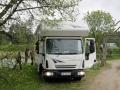 Für große Gespanne geht es auf dem Campingplatz Leiputrija durch den Nebeneingang.