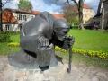 Denkmal bei Kirche sabof