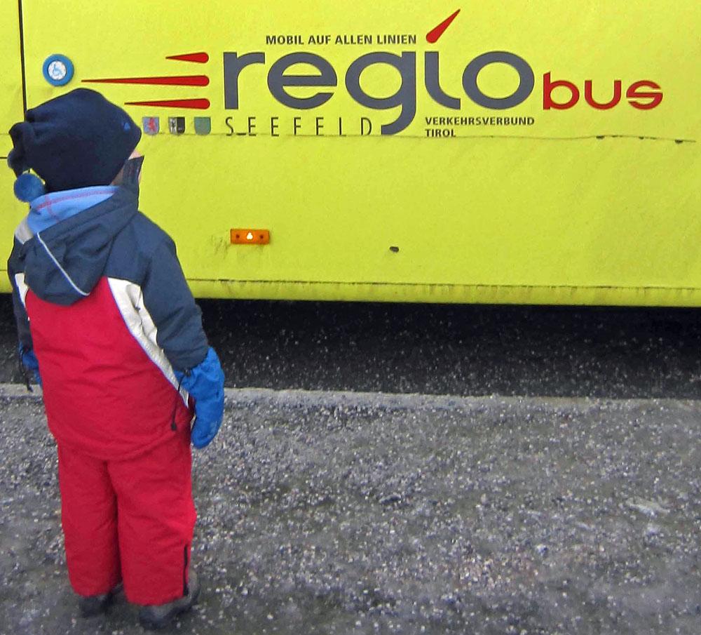 Bus mit Kind wheoF