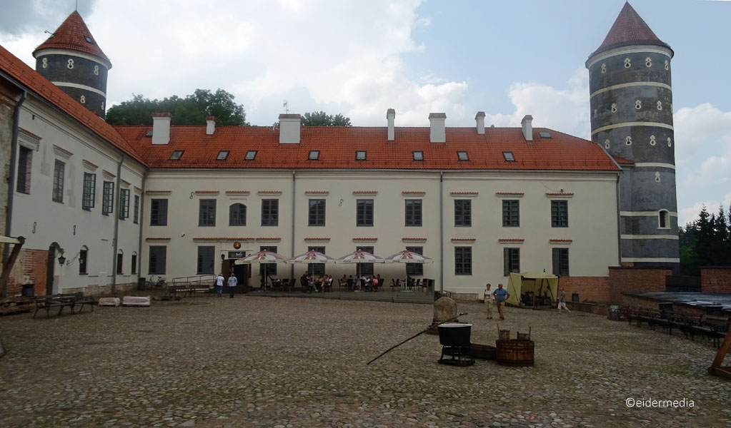 Panemune-Castle-Innenhof-whe