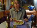 Sabine beim Abendessen wheof