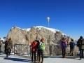 Menschen vor Gipfelkreuz sabof