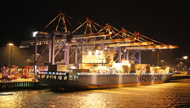 """""""Maersk Klaipeda"""" beim Laden an der Stromkaje in Bremerhaven"""