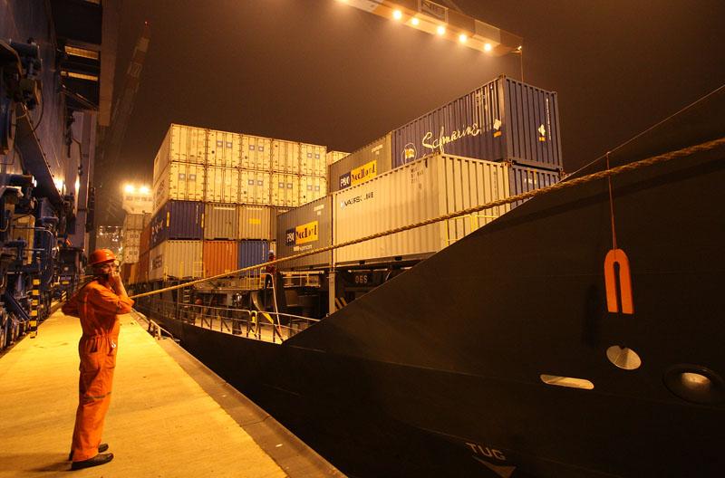 Bremerhaven Stromkaje: Laden bei Nacht