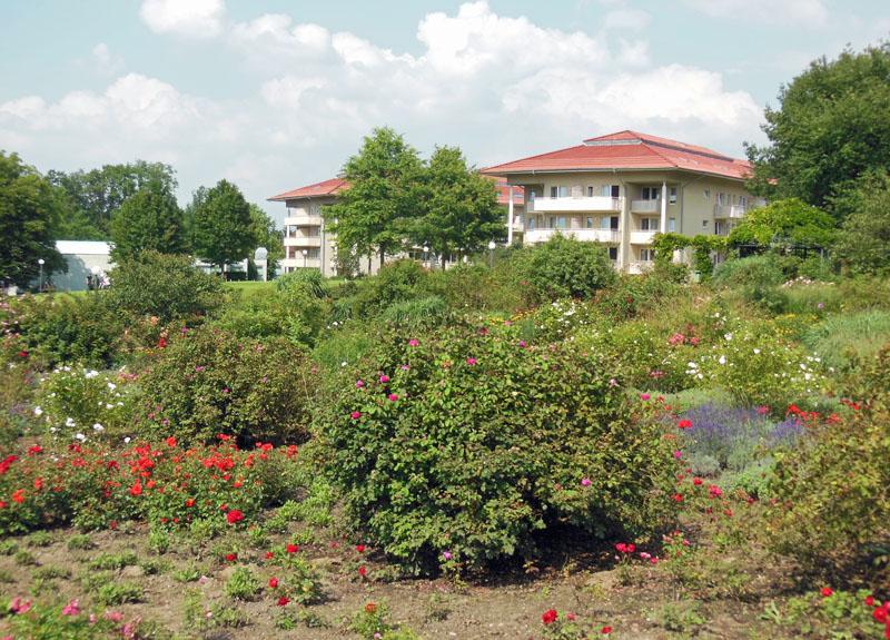 Kurpark mit Rehabilitationosklinik