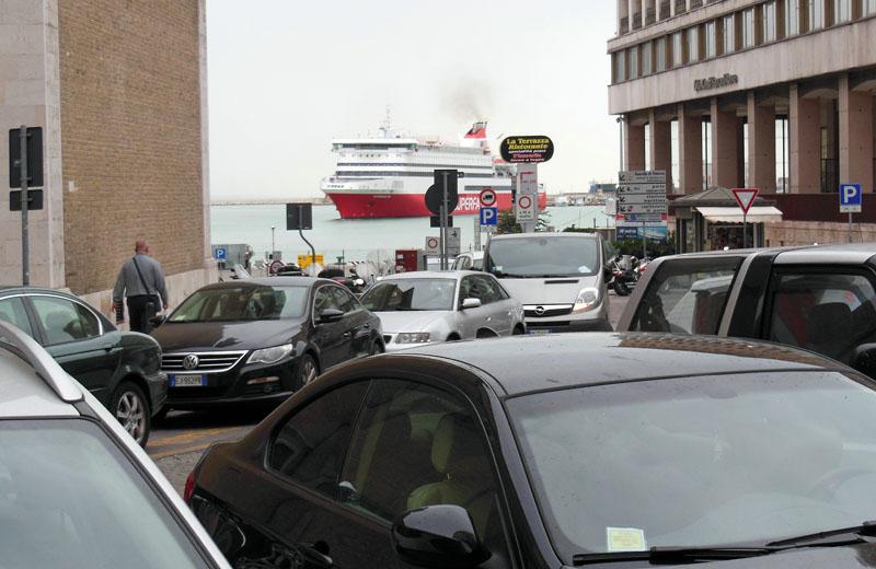 Superfast-Fähren mitten in der Stadt
