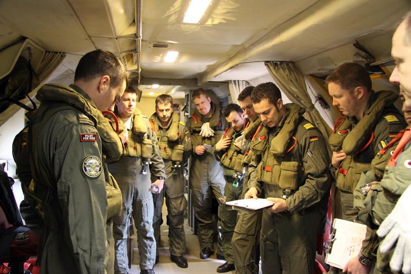 Crewbriefing an Bord