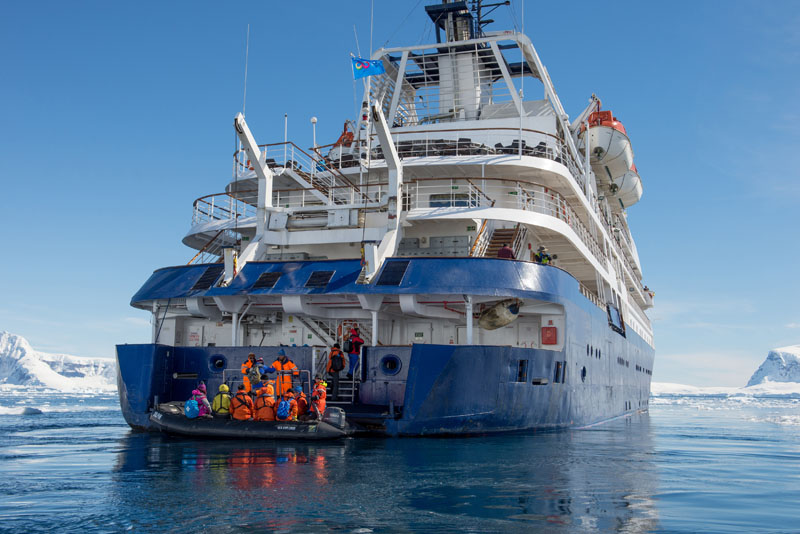 """Sea Spirit"" mit Zodiacs. Fotos: Poseidon Expeditions"