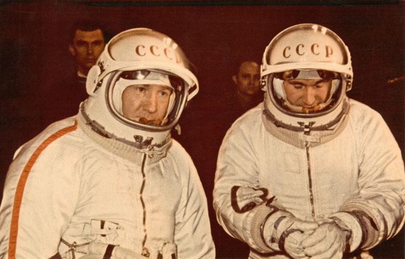 9335-9336-BELIAEV-LEONOV_spacewalk_1965 (10)of