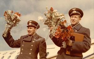 9335-9336-BELIAEV-LEONOV_spacewalk_1965 (7)of