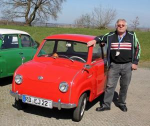 Erhard Jankowski und sein roter Goggo. Fotos: Henze
