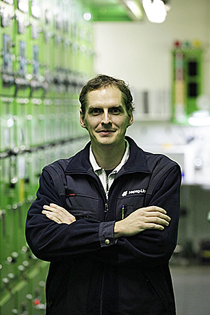 "Marko Elstner ist Chief Engineer auf der ""Basle Express"". Fotos: Hapag-Lloyd"