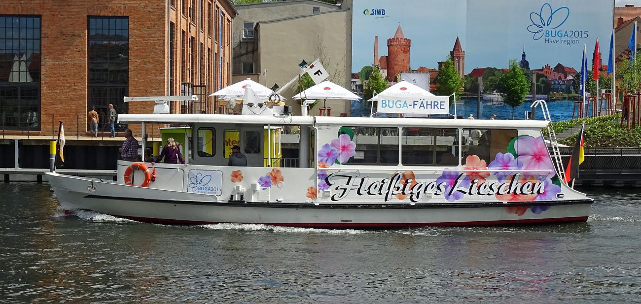 """Das """"Fleißige Lieschen"""" transportiert die Buga-Besucher in Brandenburg an der Havel vom Großparkplatz bis zum Ausstellungsgelände am Packhof. Fotos: Henze"""