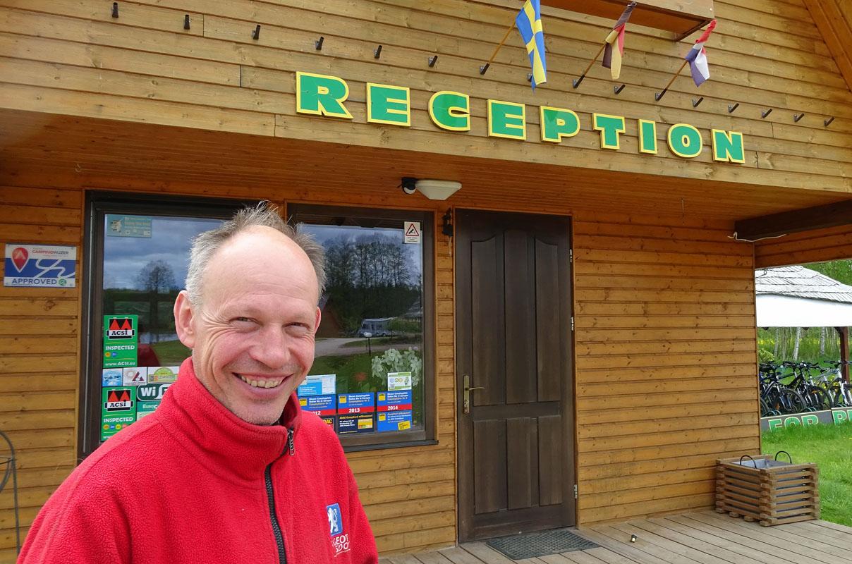 Juis Leimanis - Der Chef auf dem Campingplatz Alpakalns. Fotos: Henze/Sopha
