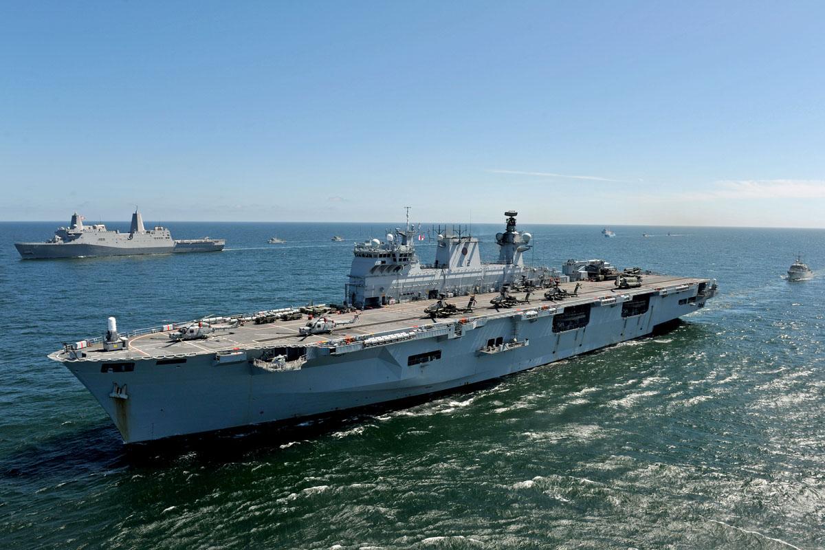 "HMS ""Ocean"" und USS ""San Antonio"" (hinten)"