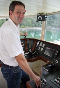 Schiffsführer Bernd Stumpf liebt die Ruhe und Natur rund um den Biggesee