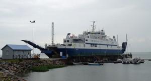 """Die Fähre """"Jonas"""" hat neben anderen älteren Schiffen den Dienst nach Saaremaa übernommen."""