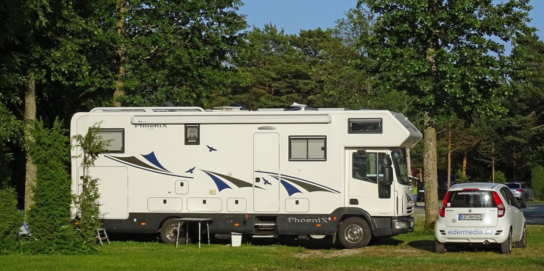 Viel Platz für Caravans und Wohnmobile auf dem Campingplatz Tehumardi.