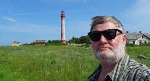 Autor Wolfgang Henze beim Leuchtturm