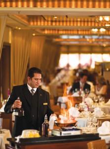 In Hamburg öffnet die »Queen Mary 2« die Gangway für Bewerber. Gesucht werden Barkeeper, Köche Hostessen und auch Kollegen für die Rezeption. Wichtig ist eine vorherige Bewerbung und Anmeldung, um überhaupt zum Vorstellungsgespräch an Bord zu kommen. Foto: Cunard/Will