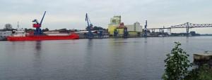 Der Rendsburger Kreishafen liegt direkt gegenüber.