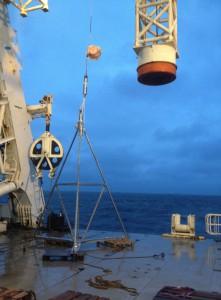 Ein Tripode des GeoSEA-Netzwerkes, hier vor dem Ausbringen in der Marmarasee 2014.