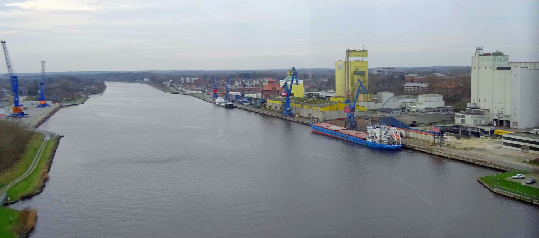 Brückenpassage über den Nord-Ostsee-Kanal.