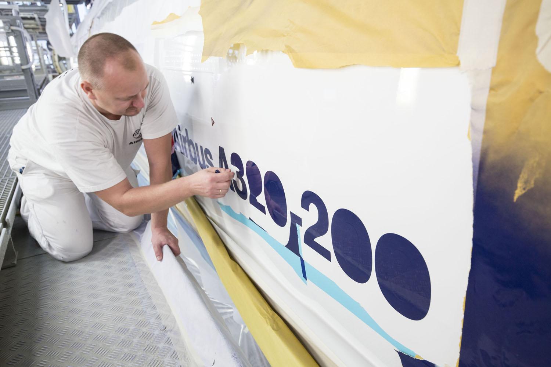Airbus A320neo, D-AINA, A320-200