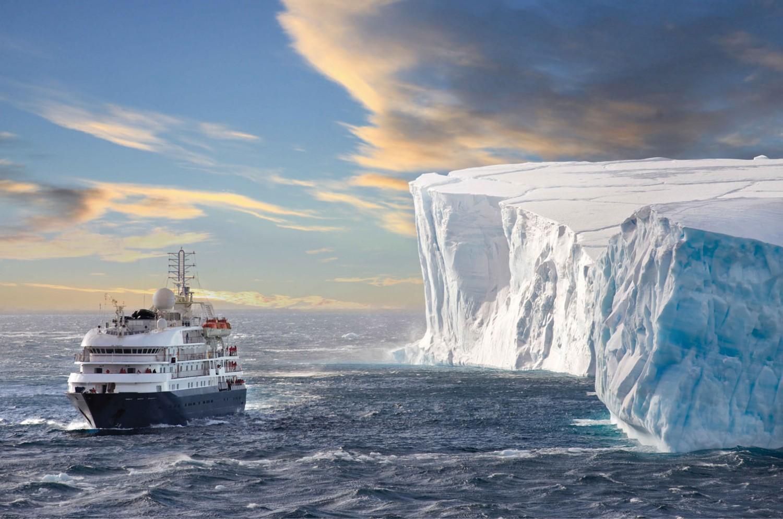 """""""Sea Spirit"""" auf Eisberg-Erkundung in der Wedell-Straße"""