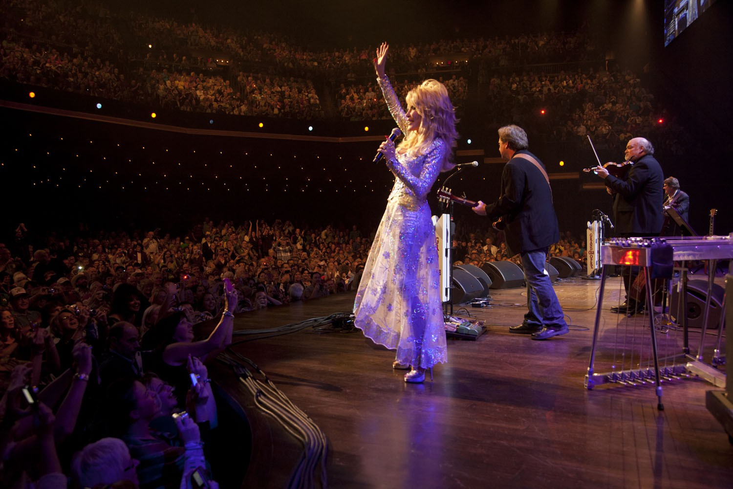 "Dolly Parton ""on stage"" in der Opry."