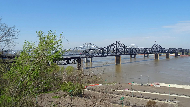 Bei Natchez über den Mississippi rüber.