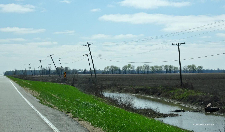 Die Grand River Road führt vor allem durch plattes Land.