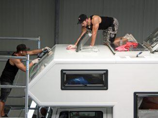 Denny und Jens bei der Arbeit. Fotos: Henze