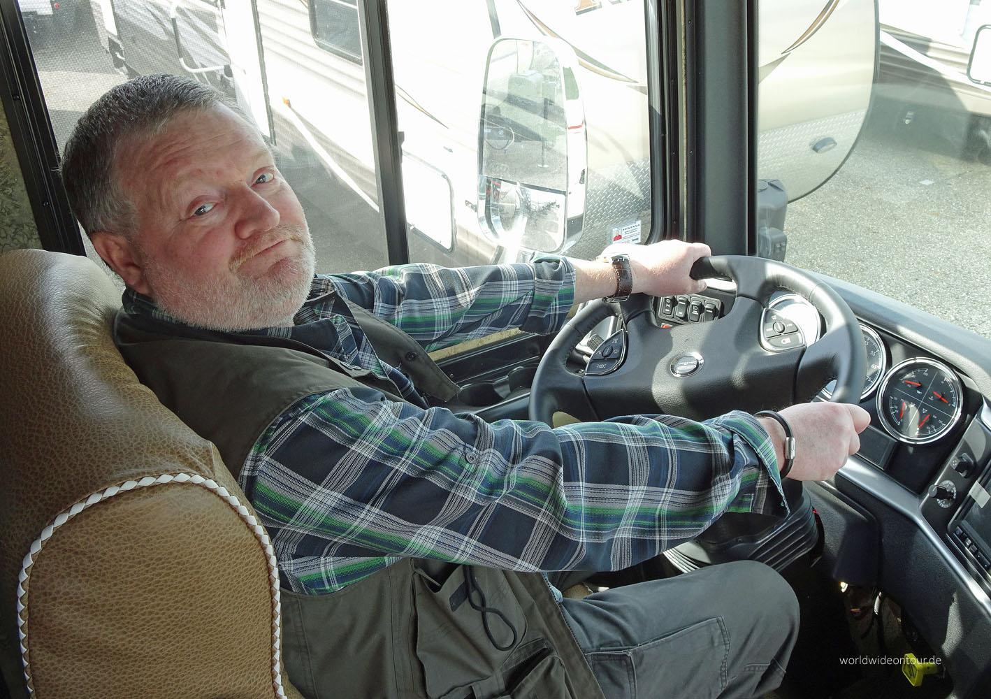 Das Cockpit der XXL-Motorhomes bietet jeden technischen Komfort.