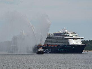 Mein Schiff 5 läuft in Kiel ein. Fotos: Seehafen Kiel