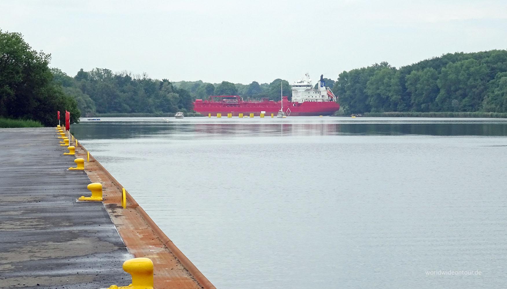 Pierbereich mit Tanker whe
