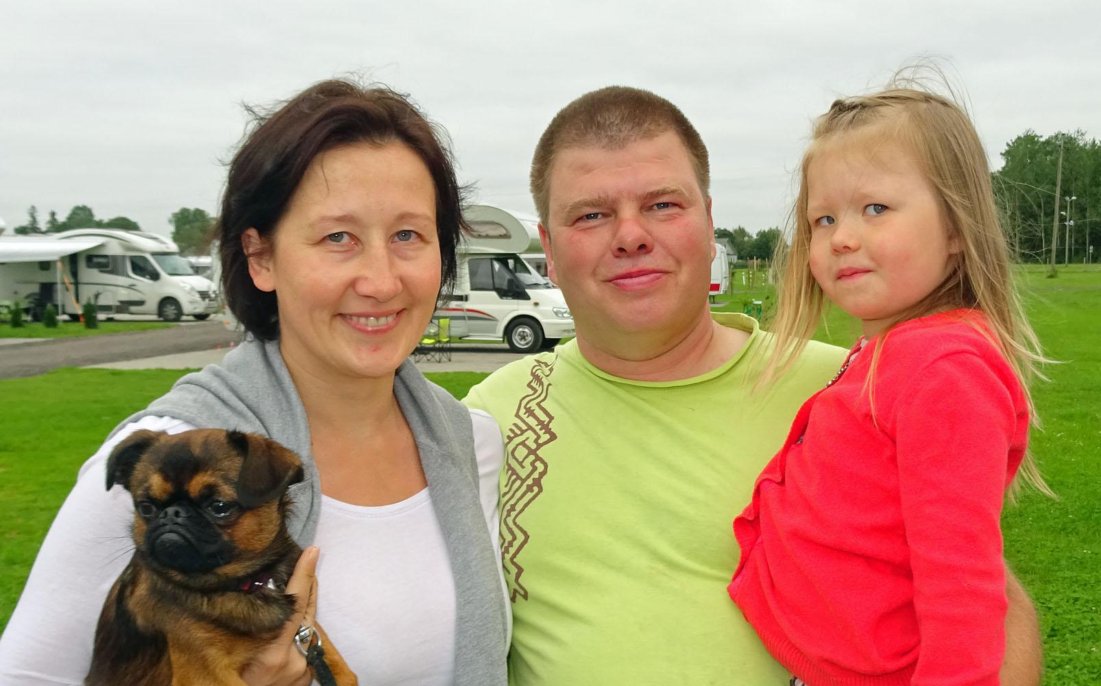 Monika Grau und Eero Kaljuste mit Tochter und Hund whe_bearbeitet-1