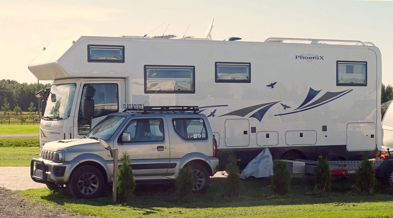 Großzügige Parzellen bieten auch Platz für größere Fahrzeuge.