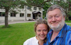 Sozialarbeiterin Merilin Niilop und Autor Wolfgang Henze.
