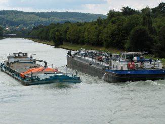 Passage Brockhausen: Frachtschiffe begegnen sich auf dem Mittellandkanal. Fotos: Henze, Sopha, dgeg