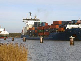 Frachtschiffe auf dem Nord-Ostsee-Kanal. Foto: Henze