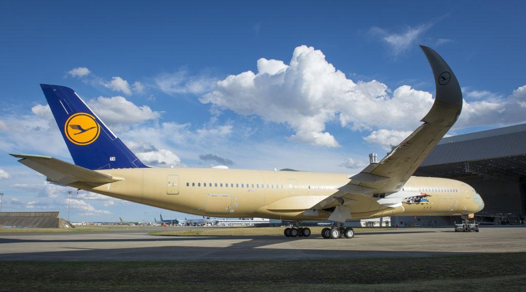 A350, roll in