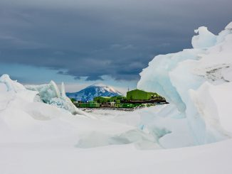 """New Zealand´s Scott Base in der Antarktiks. Foto: """"obs/National Geographic Channel/Marcus Arnold"""""""