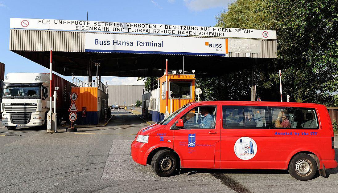 Hamburg Seeleute im Hamburger Hafen