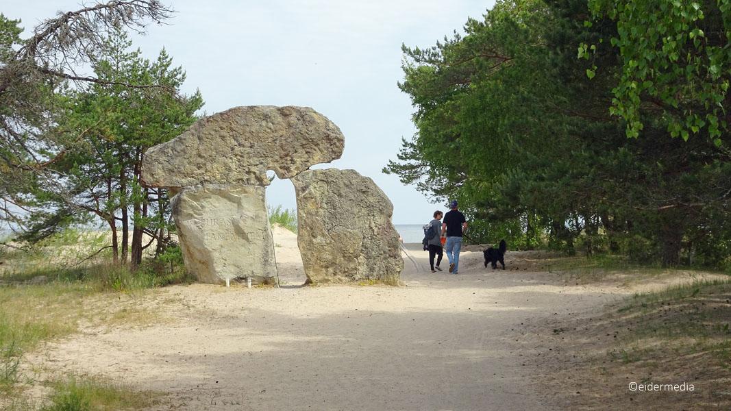 Skulptur mit Besucher whe