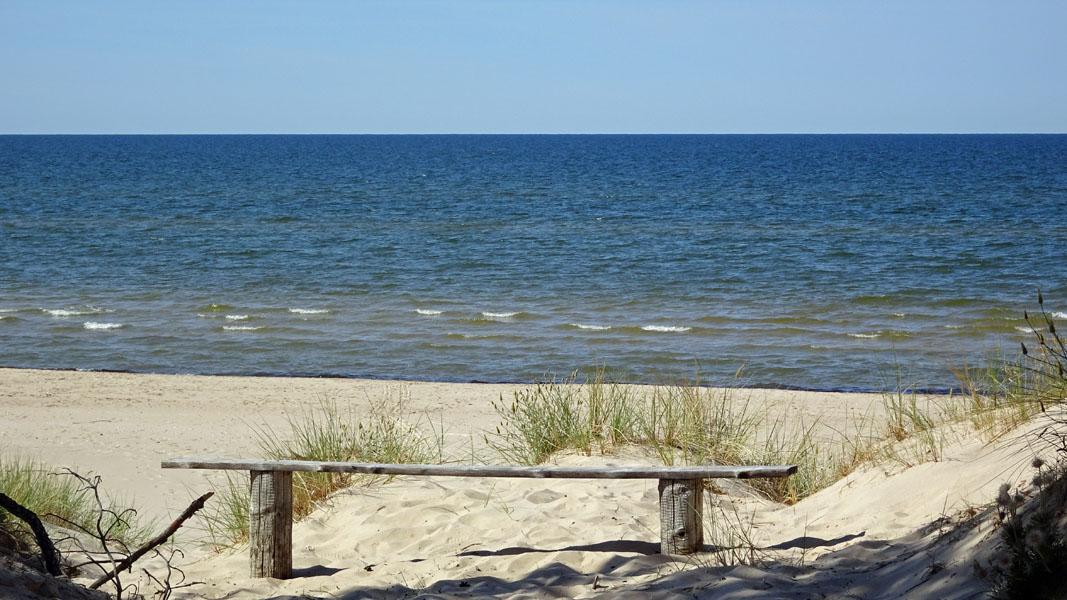 Strand mit Bank sab